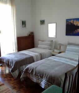 Deliziosa camera - Cardano Al Campo - House
