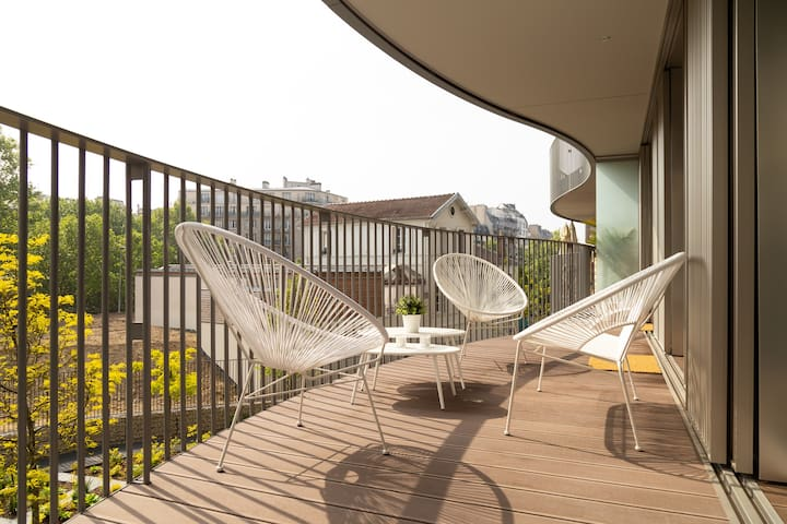 Spectacular Apartment with LargeTerrace 2BD / 1 BA