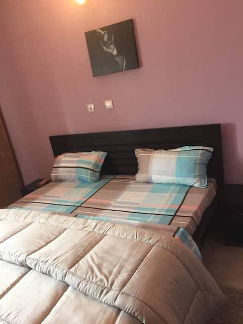 Bel appart de 2 Pieces meublé à Riviéra Mbadon