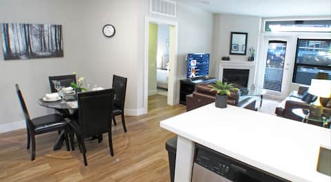 Lovely 2 Bed 2 Bath Apartment in Westwood G45