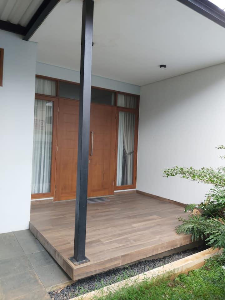 Guest House Insani Sharia Pancoran 77A (1st Floor)