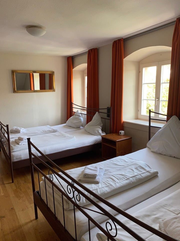 Four bed room with shared bathroom near the centre
