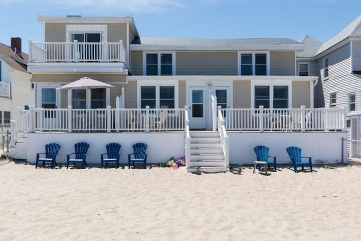 OceanFront  PetFriendly 2br Townhome W/ Beach-Yard
