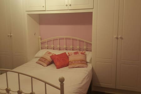 Double bed room close to Airport