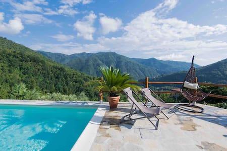 Room in Tuscany Lunigiana-Castagne