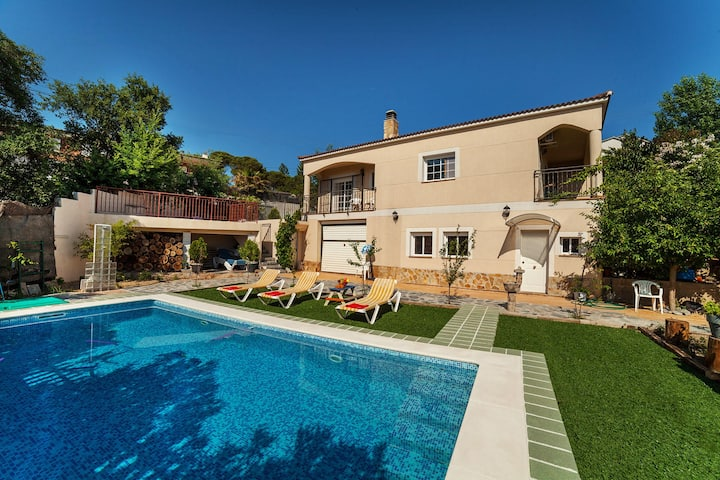 Casa para hasta 9 personas, piscina, a 10' Lloret