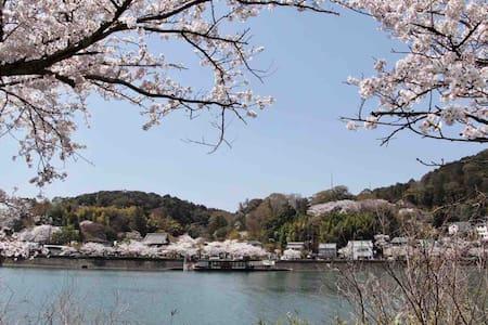独栋别墅,到京都站電車僅需14分鐘,中国籍房东,每天JR石山站免费包接送,8分钟到民宿,免費停2台車