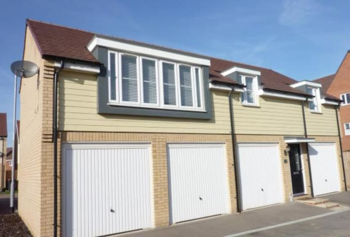 Whole Beautiful detached coachhouse 2 Bed rooms