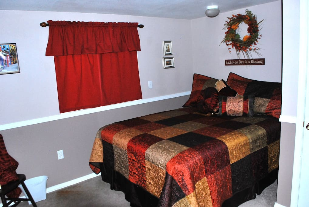 Basement Private Room with queen bed
