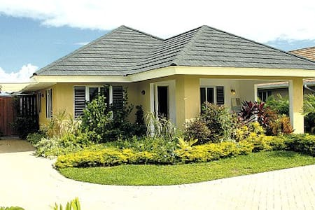 Home in gated community - Priory - Hus