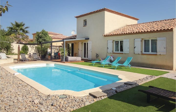 Beautiful home in Montblanc with WiFi and 4 Bedrooms