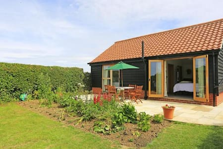 Orchard Lodge - Quiet Suffolk Contemporary Retreat