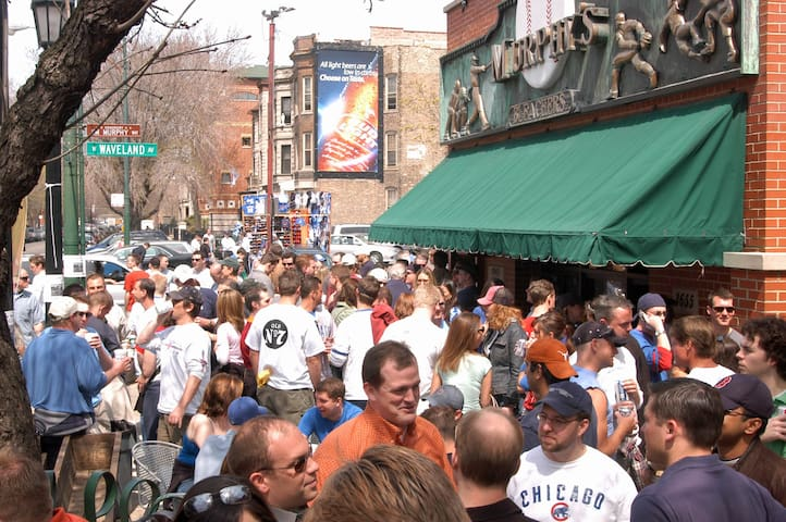 It's 5.7 miles or 19 minutes away to Wrigleyville, Chicago!