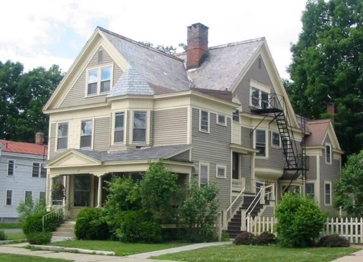 Caroline St. Garden Apartment