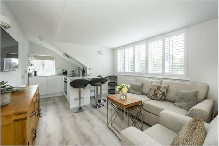 Brand new loft apartment near Twickenham station