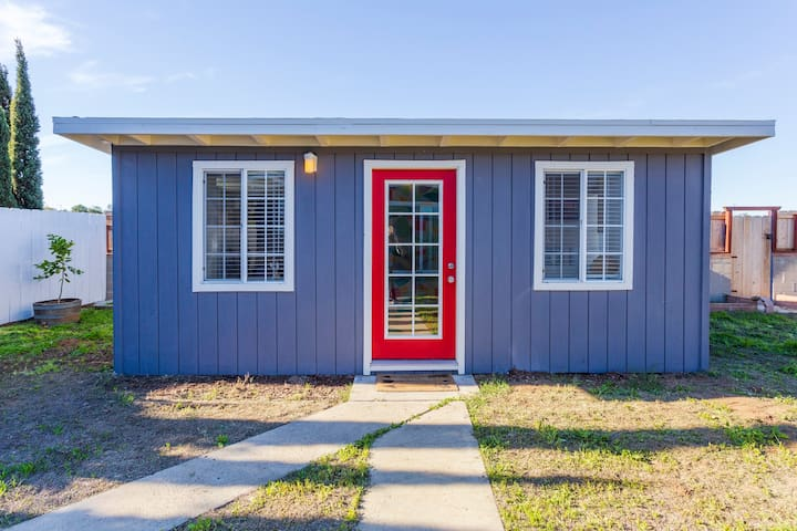 Private, cute, remodeled detached guesthouse