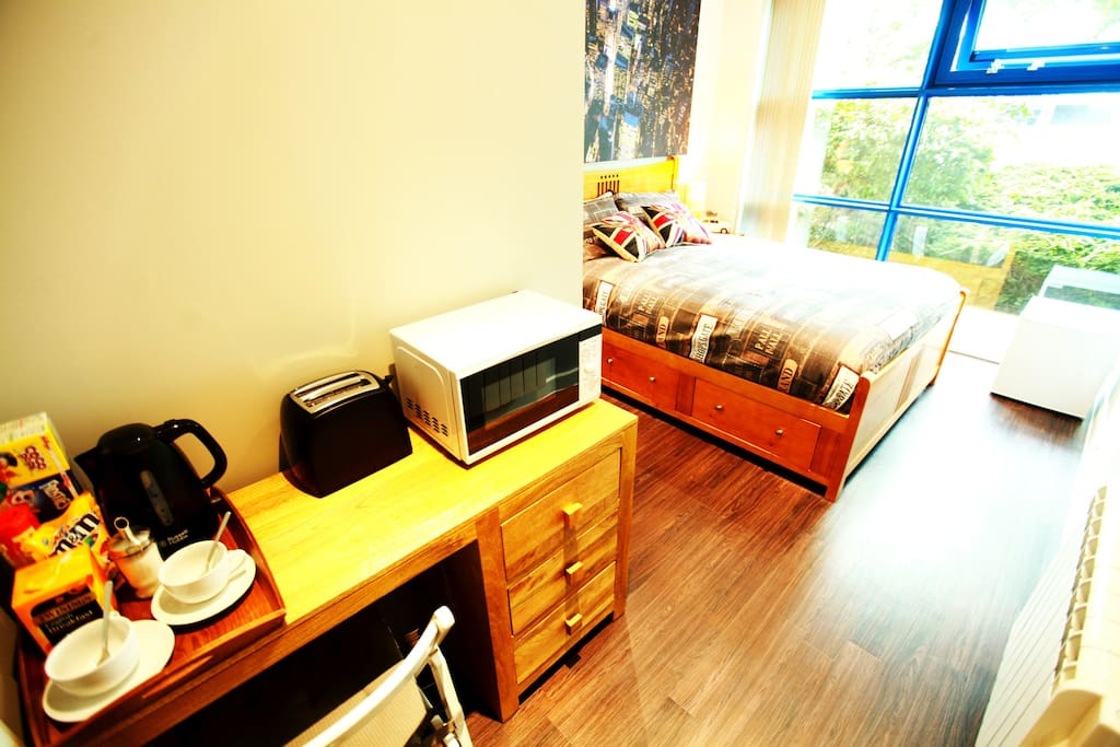 The room has a fridge, kettle, toaster, microwave and some other facilities