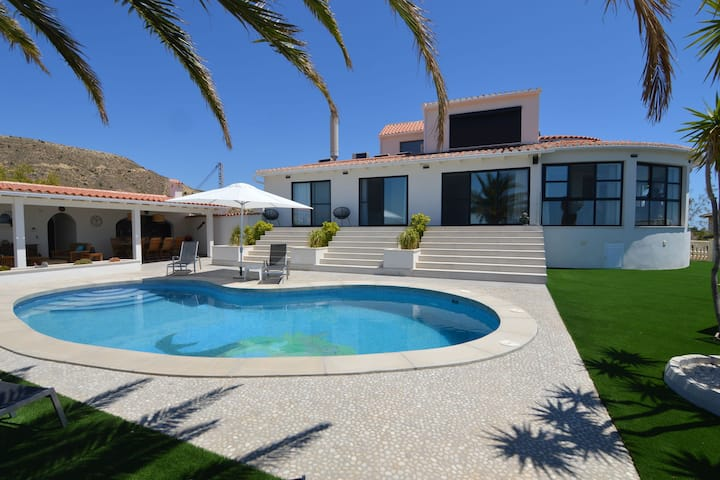 Affluent Villa in El Campello Alicante with Pool & Sea Views