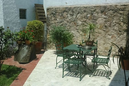 BED AND BREAKFAST IN THE MOST BEAUTIFULL AREA - Zapopan - Bed & Breakfast