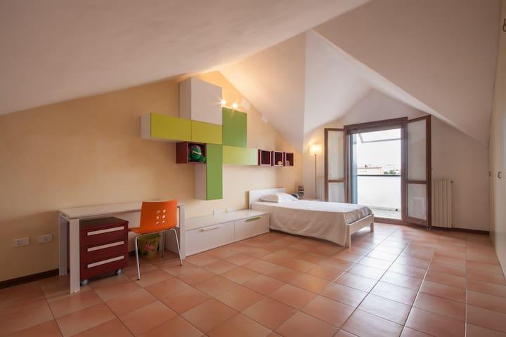 Spaziosa mansarda in casa a schiera di 150mq - Padova - House