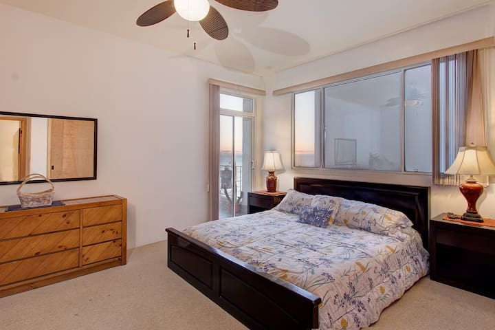King bed with private balcony and en-suite bathroom