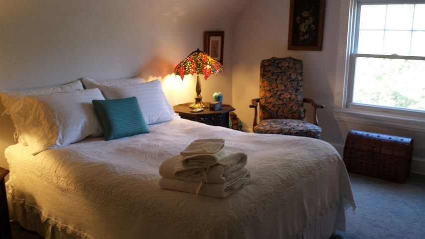 Eclectic Room in Lansdowne (3rd Floor) - Lansdowne - Ház