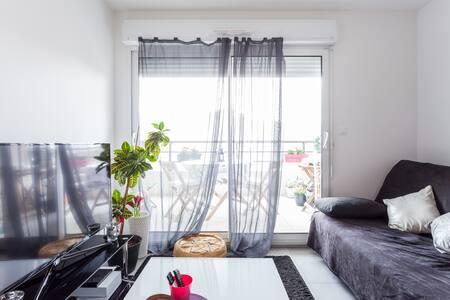 Petit appartement cosy Euromedecine - Apartment
