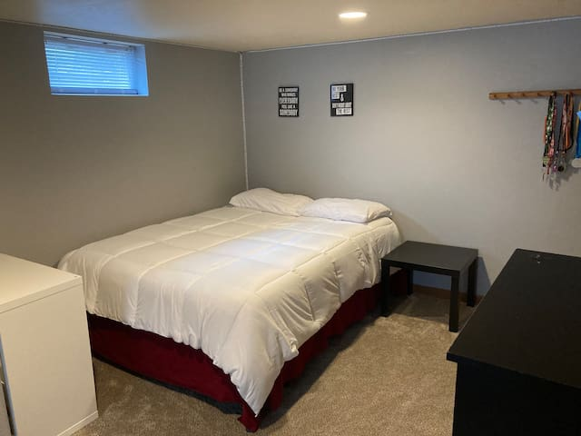 Room 3 has queen bed and a twin bed