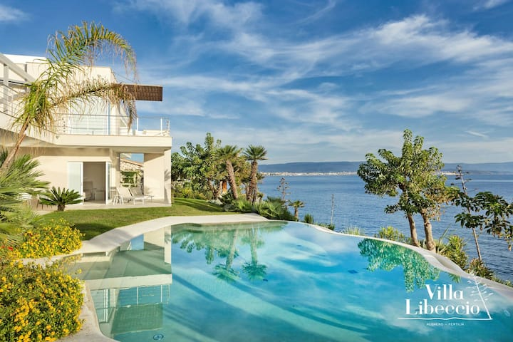 Villa Libeccio fronte mare con piscina privata