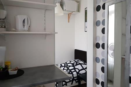 100m gare, centre petite chambre privée 1er étage