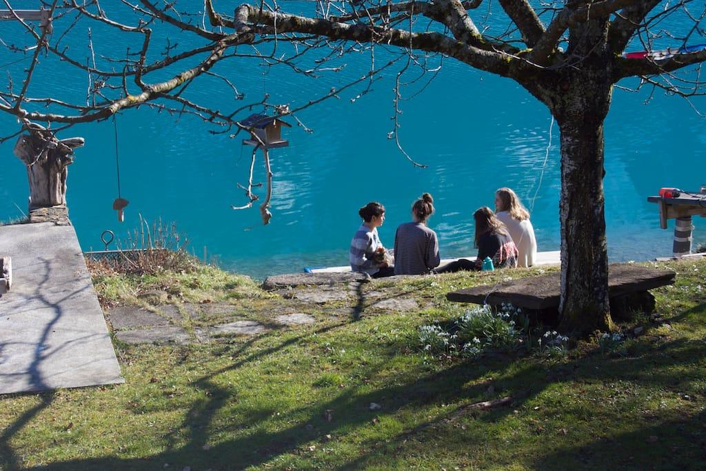 Verbringe Zeit am Ufer des wunderschönen Brienzersees. Geniess die aussergewöhnliche Atmosphäre, die er ausstrahlt.