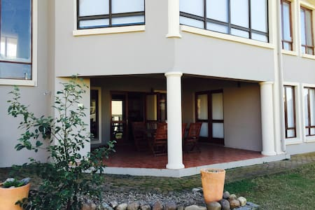 Holiday 2 bed, 2 bath apartment with beach access - Apartemen