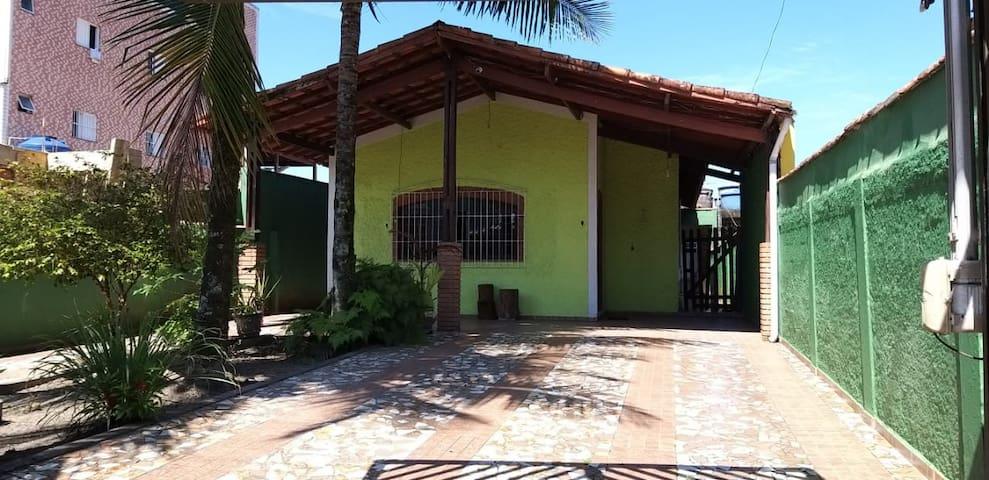 Casa Praia Grande Térrea c/Jardim (4 min da praia)