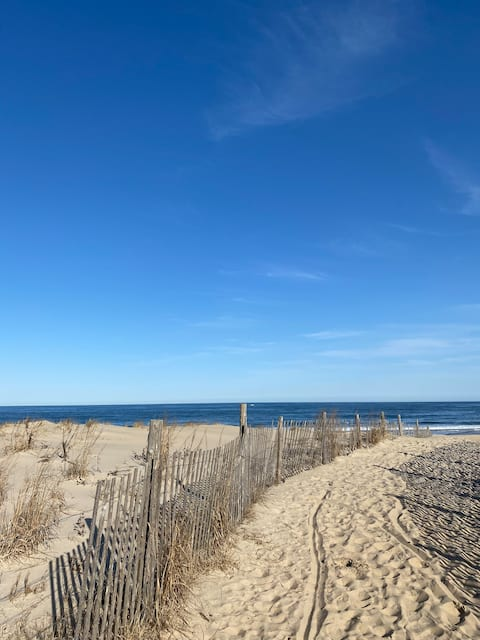 Sweet getaway spot steps from the beach!