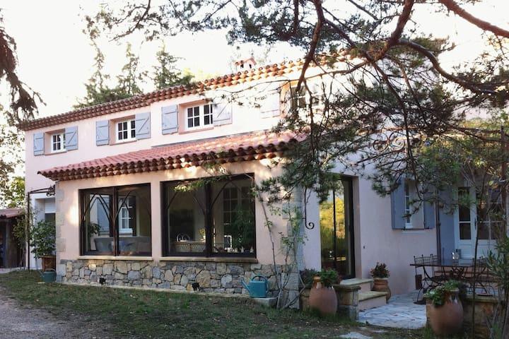 Maison de Provence, 7 couchages, piscine et calme - Montauroux - บ้าน