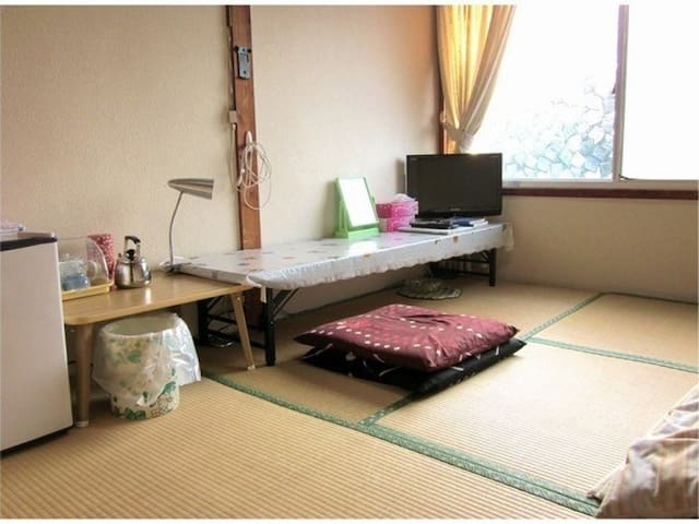 Japanese Style Room(4.5tatami) + Sightseeing! 5 mins walk from Shimoichiguchi Station. 下市口駅から徒歩5分で便利!