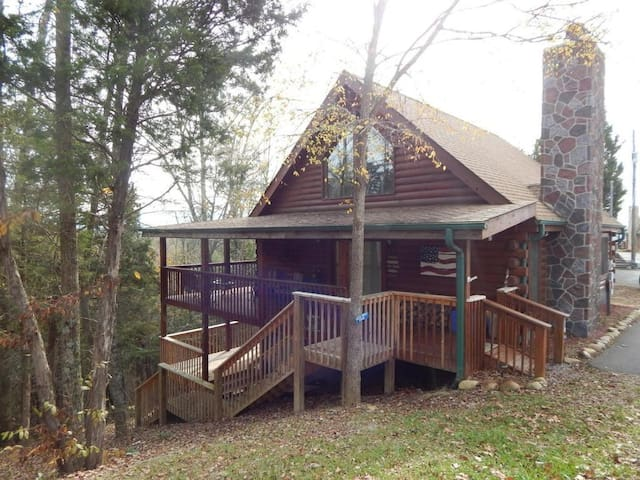 Mountain View Cabin With Lake and Pool Access