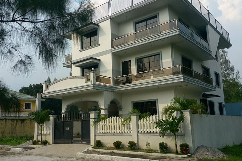 Beach House With Pool For Rent In Zambales