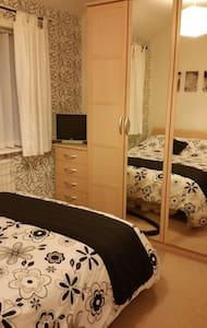 Cosy double bed - Swinton