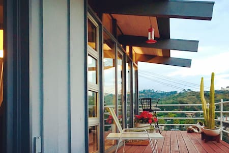 Mid-Century Modern Gem with Spectacular Views - Los Angeles - House