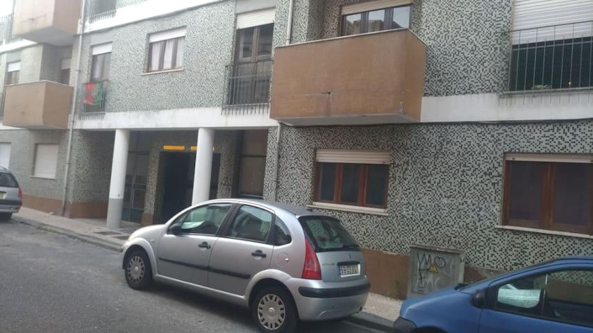 Próx a Univ. de Coimbra e Praça da República 03
