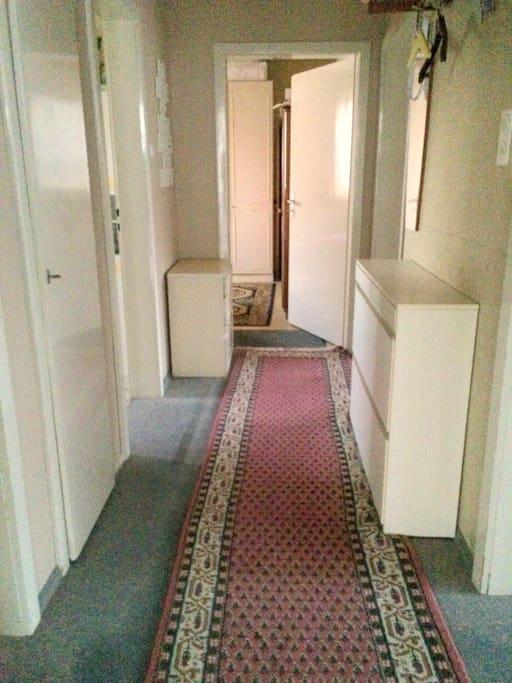 Eingang, Flur mit Garderobe - Corridor, Entrance