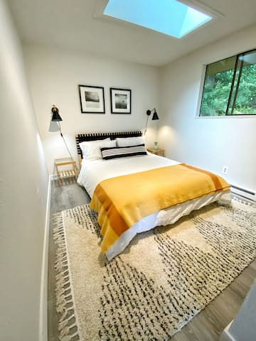 3rd Bedroom has a Gravity Mattress and beautiful view to the forest behind. Skylight, perfect to see stars during the night.