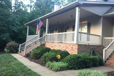 """"""" Field of Dreams"""" basement apartment with a view. Only mins from downtown Cartersville and eight miles to Lakepoint sport complex. Less than 3 miles to three of Lakepoint satellite  Fields. Sports room with an apartment refrigerator, sink and microwave."""