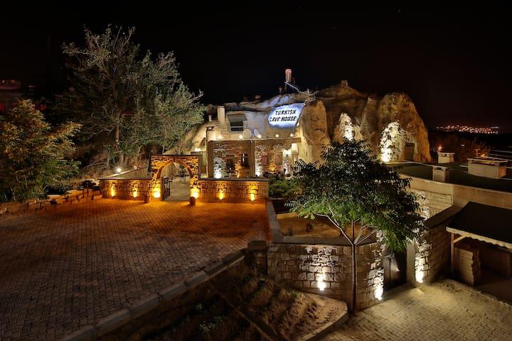 Cave Experince - Ortahisar Belediyesi - Wikt i opierunek