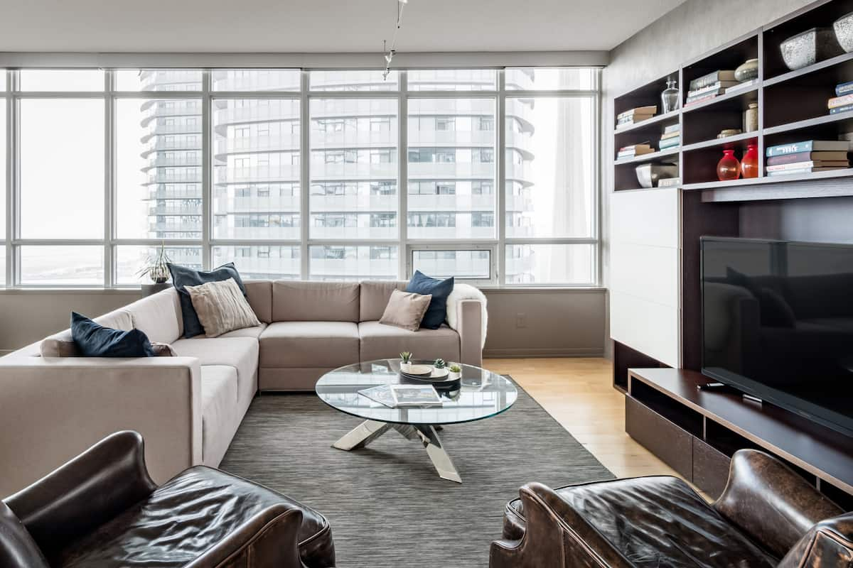Large Condo above Scotia Bank Arena Long Stay Discounts