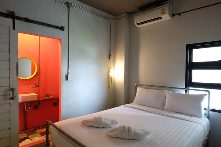 Cozy loft  double bedroom at Airport Bus Station