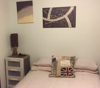 Lovely room with shared bathroom. - Picnic Point