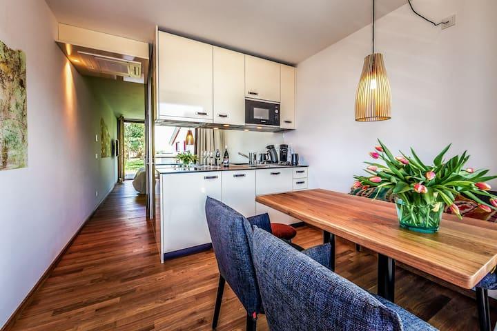 Boardinghouse Bodensee, (Gaienhofen), Komfort Apartment, 30qm, Gartenterrasse, 1 Schlafzimmer, max. 2 Personen