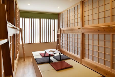 Private room 8 beds! 2showers+8min walk frm Tenjin